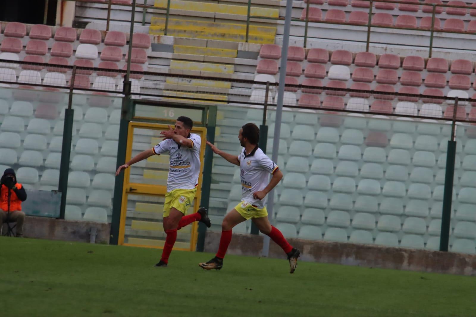 L'Acr Messina con Foggia abbatte il San Luca 2-0 e si ...